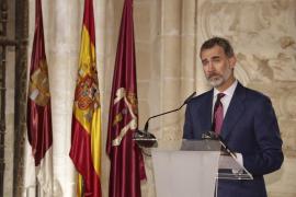 Puigdemont y Colau reclaman por carta al Rey y a Rajoy negociar un referéndum