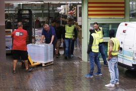 La Guardia Civil requisa 100.000 carteles del 1-O en una nave de Barcelona
