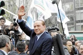 Berlusconi se presenta por primera vez en ocho años ante un juez
