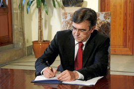 Antich disuelve el Parlament, convoca las elecciones y pide lealtad institucional