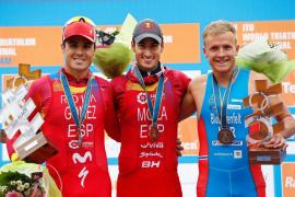 Mario Mola revalida el título de campeón del mundo de triatlón