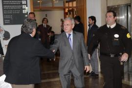 Un ex directivo de Díaz Ferrán dice que éste pidió 3 amarres a cambio de retirarse del concurso del puerto de Máo