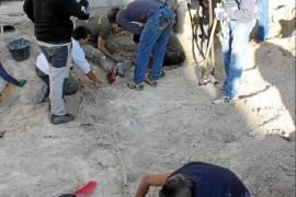 El Govern valora expropiar los nichos para acabar la exhumación de la fosa de Porreres