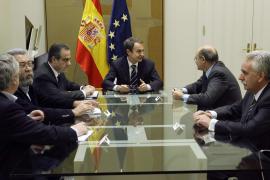 Zapatero propone una reforma laboral blanda