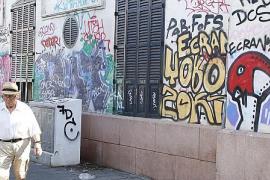 SFM pedirá explicaciones al inquilino del hostal Términus por las pintadas