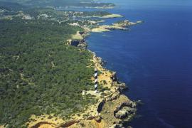 El faro infinito que vigila el extremo norte de Ibiza