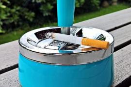 El Gobierno admite que se sigue fumando en terrazas y recintos hospitalarios