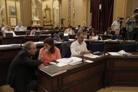 El Parlament insta al Gobierno a garantizar la independencia judicial