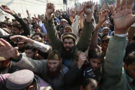 Acusan a 57 personas de linchar a un joven por blasfemar en Facebook