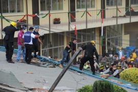 Más de 30 niños muertos tras derrumbarse un colegio