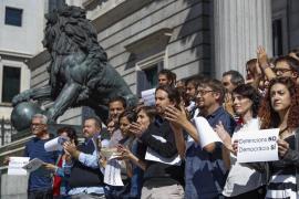 Unidos Podemos-En Comú-En Marea protesta frente al Congreso contra las detenciones