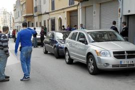 La policía coteja las huellas recogidas en el piso del hombre asesinado en Palma