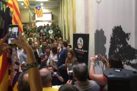 Políticos y ciudadanos de Baleares apoyan a Cataluña con un acto multitudinario a favor de la independencia