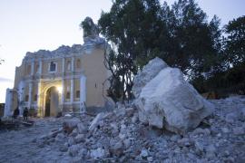 El derrumbe de una iglesia en pleno bautizo deja once muertos en Puebla