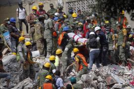 El tiempo se agota para las personas atrapadas por el terremoto de México