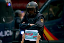 Los estibadores de Barcelona y Tarragona no darán servicio a ningún buque que aloje policías
