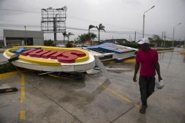 Al menos 15 muertos y 20 desaparecidos en Dominica a causa del paso del huracán María