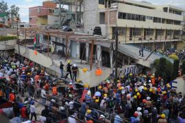 Descartan que queden más niños bajo los escombros del colegio derrumbado en Ciudad de México