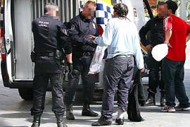 Detenidos por subir a un taxi en la plaza de España de Palma armados con cuchillos