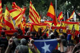 Unos 400 manifestantes claman en Barcelona contra «los traidores de la patria»