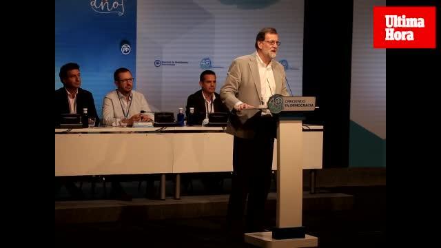 Rajoy, en Palma, advierte a los independentistas que insistir en el referéndum solo provoca «ridículo»