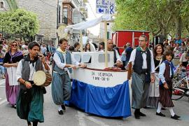 Imaginación, vino y color llenan el desfile del Vermar de Binissalem