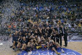 Valencia Basket alarga la maldición de los anfitriones y gana su primera Supercopa