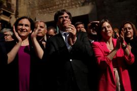 Colau advierte a Rajoy que si busca «arrasar» Cataluña, los demás partidos encontrarán una solución dialogada