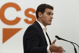 Rivera pide al PSOE la abstención en la votación de los Presupuestos para no bloquear la estabilidad