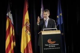 Felipe VI defiende el protagonismo del turismo en el desarrollo económico de España