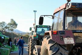 30-S: cazadores, taurinos y agricultores se unen en una marcha contra el Govern
