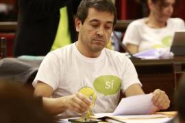 Més per Menorca lleva al pleno del Parlament camisetas de Piolín en apoyo al referéndum del 1-O
