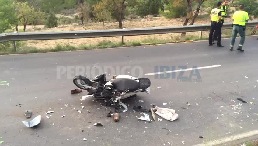 Dos muertos en un choque entre una moto y un camión en Sant Josep