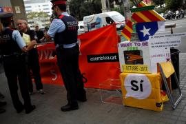 Los Mossos reciben la instrucción de Fiscalía para precintar colegios electorales antes del sábado