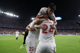 El Sevilla golea y suma su primer triunfo ante el débil Maribor