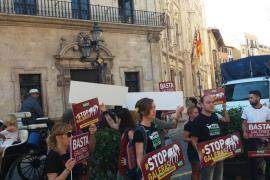 AnimaNaturalis se concentra en Cort para exigir el fin de las galeras