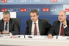 El PSOE se ve de nuevo «en el centro del tablero de juego» tras el anuncio de Zapatero