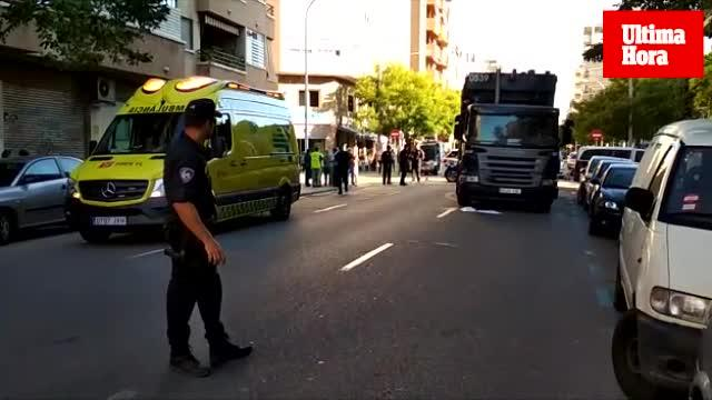 Herida de gravedad una mujer tras ser atropellada por un camión en la calle Joan Alcover de Palma