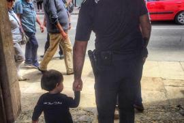 Un niño de 5 años salva la vida a su madre con una llamada a la Policía en Oviedo