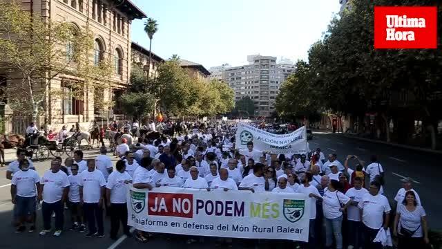 Cazadores, taurinos y agricultores marcha contra el Govern