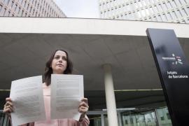Ciudadanos denuncia a la consellera de Enseñanza por la utilización de niños en el 1-O