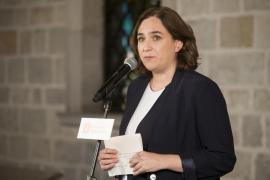 Ada Colau llama «cobarde» a Rajoy por «inundar de policía» Barcelona
