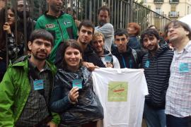 Decenas de mallorquines viven 'in situ' la jornada del referéndum en Cataluña
