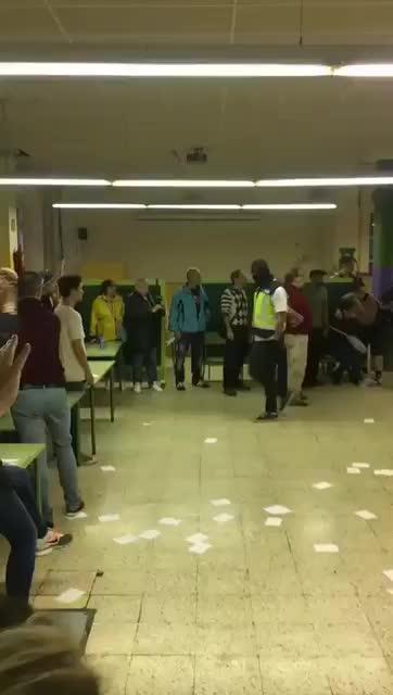 Los vídeos de la jornada del referéndum independentista del 1-O en Cataluña
