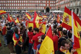 Cientos de personas se concentran en Madrid por una «España unida»