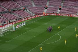 El Barcelona mantiene su racha de victorias bajo el silencio del Camp Nou