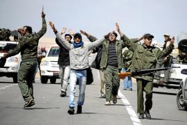 El jefe de los rebeldes acusa a la coalición de «dejar morir a los libios»