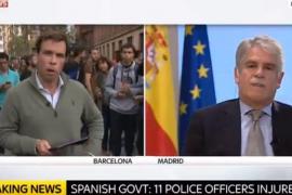 Dastis defiende en televisiones internacionales la actuación policial