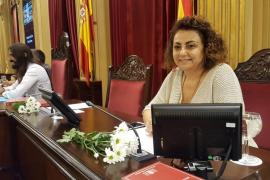 Més llena el Parlament de margaritas en solidaridad con Cataluña