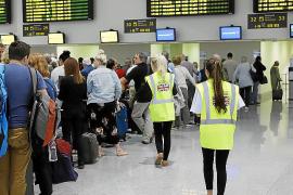 Monarch cancela 400 vuelos y deja deudas por diez millones en Baleares